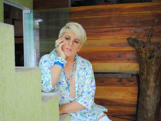 Sexta-feira (16/3) - Rodrigo Pereira trabalha como cover da cantora e apresentadora Xuxa Meneghel há dez anos. Ele segue seus passos fazendo ensaios com réplicas de roupas da artista e apresentações onde dubla seus hits para crianças.